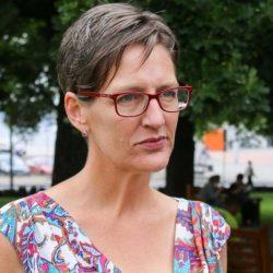 """Tasmania – La Leader dei Verdi Cassy O'Connor afferma che le corse dei greyhound sono """"crudeltà sugli animali a spese dei contribuenti"""" (ABC News)"""