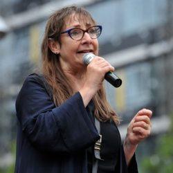 """Video del discorso di Pauline McLynn alla """"March for the Murdered Million Greyhounds"""" – Manchester, 24 Luglio"""