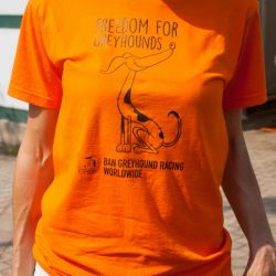 "La T-Shirt ""Freedom for Greyhounds – CloseThecanidrome and All Race Tracks Worldwide."