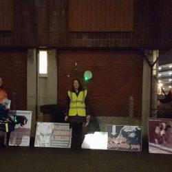 Complimenti agli attivisti che ogni sabato sera manifestano pacificamente davanti al cinodromo Poole Greyhound Stadium!